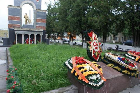 Торжественная церемония закрытия Вахты памяти у мемориала «Огонь вечной сла ...